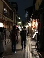 Het beroemde restaurantstraatje in Kyoto