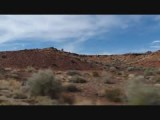 Het woestijgebied van het Wupatki National Park vanuit de auto