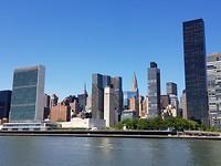 Van links naar rechts: UN gebouw, Empire State building, Crysler Building en Trump World Tower