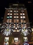 De verlichte kerstgevel van Tiffany's