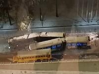 Aanrijding 3 bussen op 1st Avenue