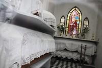 Interieur mausoleum, nog netjes aangekleed
