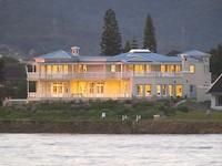 Guesthouse bij avond