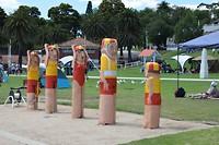 houten beelden, in dit geval strandwachten