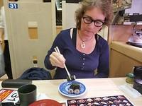 Jannie aan de sushi