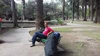 Relaxmomentje in het park van Salta.