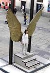 Op de foto als engel voor de Katedraal.
