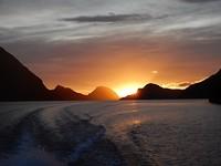 Zonsopgang op het meer op de boot naar Doubtful Sound 2
