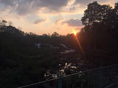 Mooie zonsondergang tad lo