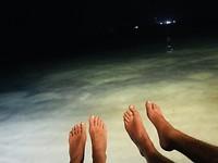 met onze voeten boven de zee... vrijheid!