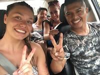 In de taxi..... PARTY...!!!!!