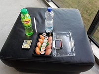 En daar is van alles te koop, ook onze favo; sushi!