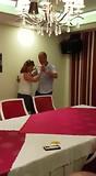 Tijdens de karaoke even dansen