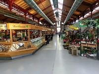Food market waar vroeger de groente werd verhandeld.