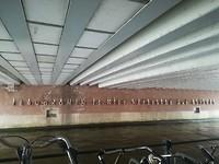 Spreuk onder een brug in Amsterdam