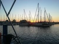 Prachtige zonsondergang in onze haven