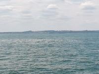 Pontons op zee bij Normandie