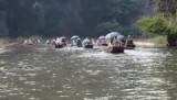 Roeien bij Tam Goc, Kartsteengeberge, Vietnam