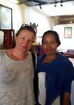 Grietje met onze kunstenares in Battambang