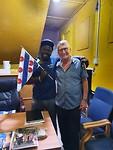 Albert met onze chauffeur in het kantoortje van Santosu