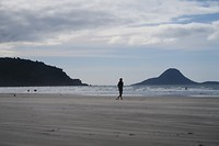 lekker wandelen aan de kust in Ohope