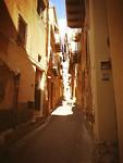 Nauw steegje in Agrigento.