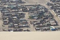 339 arme woonwijk achter de duinen van Huacachina