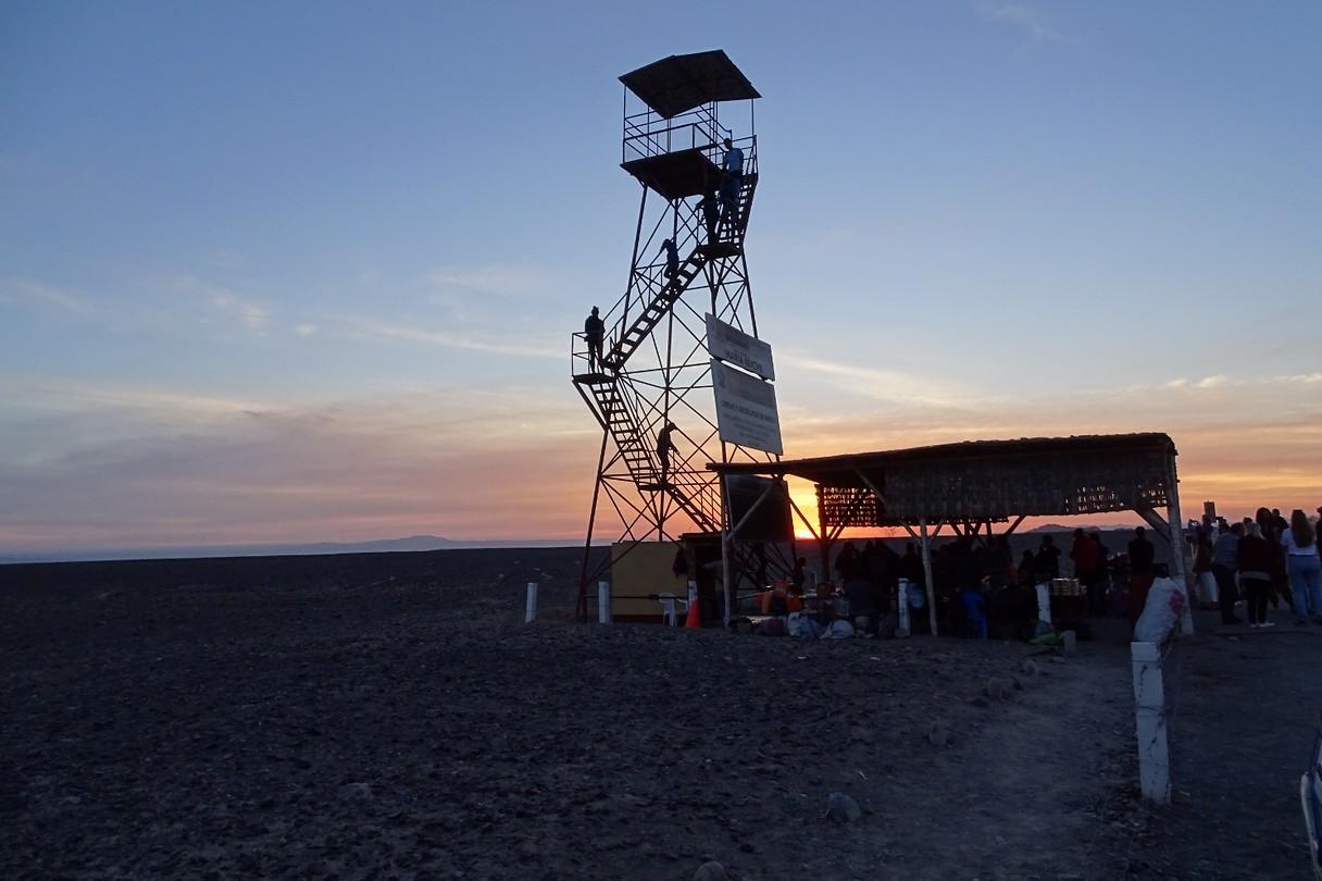 347 uitkijktoren langs de weg bij de Nazcalijnen