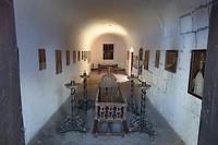 353 waakkamer met schilderijtjes van gestorven nonnen
