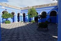 355 plein met sinaasappelboompjes in klooster Santa Catalina