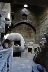 356 een van de zwartgeblakerde keukens in klooster Santa Catalina