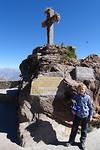 377 Joep bij het markeerpunt van Cruz del Condor