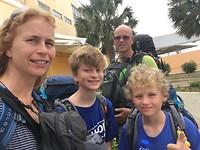 465 laatste familiekiekje op de luchthaven van Curacao