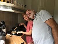 478 Rens met opa in de keuken