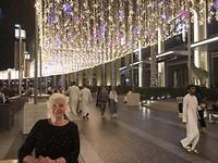 Ze heeft het naar haar zin in warm Dubai