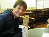 Anton maakt een Starbucks kunstwerk
