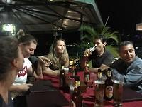 'S avonds aan t Kilimanjaro bier