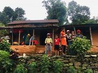 De locals die in de bergen wonen willen graag poseren.