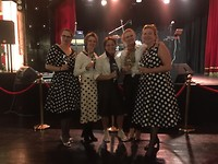 """Met Gina, Ans, Mariëtte en Saskia klaar voor """"The rock and roll-night"""""""