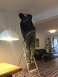 Lekkage van de boven buren wordt 'bijgewerkt' door 'the worker'.