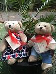 Met de opbrengst van de verkoop van deze beren krijgen Chinese kinderen een hart operatie.