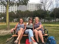 Even lunchen tijdens onze fietstocht. Met Wilma en Ingrid.