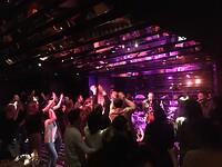 """""""Los gaan"""" in """"The Shake"""" met een life funk band!!!"""