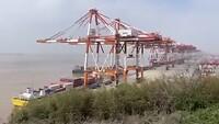 50 containers per uur kunnen er geladen worden