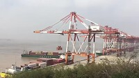 Een zeer indrukwekkend uitzicht over de Deep Water Port.