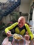 Na 100 KM op de race fiets door Pudong gaan deze Dumplings er goed in!!!