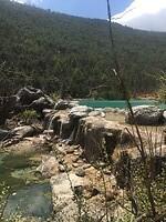 Als je goed kijkt zie je dat niet alle watervallen echt natuurlijk zijn......