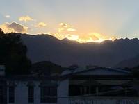 zonsondergang boven Lhasa