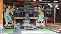 Toegang tot één van de gebouwen in de boeddhistische tempel