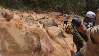 Klimmen over rotsen